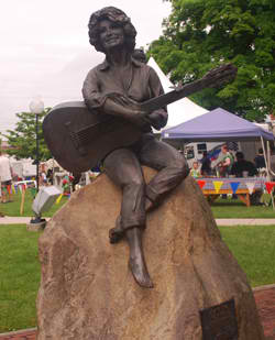 Bronze Statue of Dolly Parton located in downtown Sevierville, TN